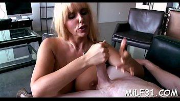 hot movie quills Ostrando o pacote na webcam