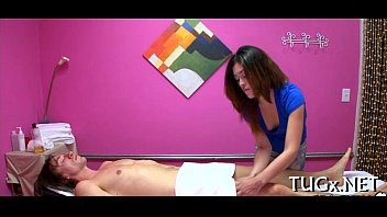 massage brunette a during ejaculates Big ass on bed gettibg fucked