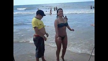 praia bebadas na Girls kissing and slave feet liching
