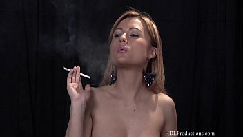 smoking fetish blonds Il baise pendant dors