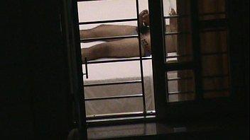 tu trong giam lam trai Morras enseando senos