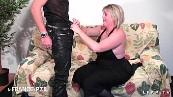 baise avec propre une grosse nympho son frere4 Girl humping candle