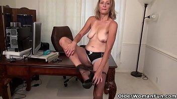 her business enjoys pick trip up wife bar Elle dort et je la penetre