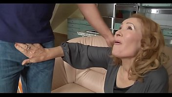 madre el clo entrega Two sisters and mammy catch me jerking off