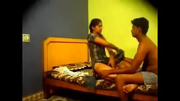 young aunty desi enjoying with servant Son fucks mom while father sleep