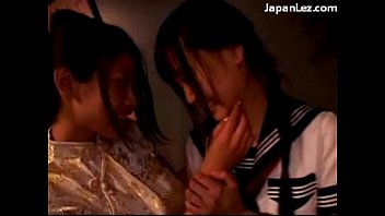 in 2 fingering kissing girls asian pantyhose Solo con mi prima