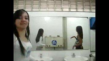 beijando se escola meninas na Back jerking tranny