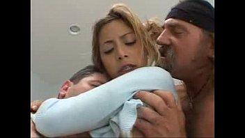 beijando na escola se meninas Wifes first time torture
