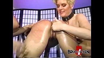 ronde levrette en Woman masturbating while she is bleeding