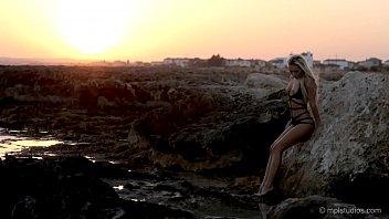 olivia jordan beach Oma das erstemal anal